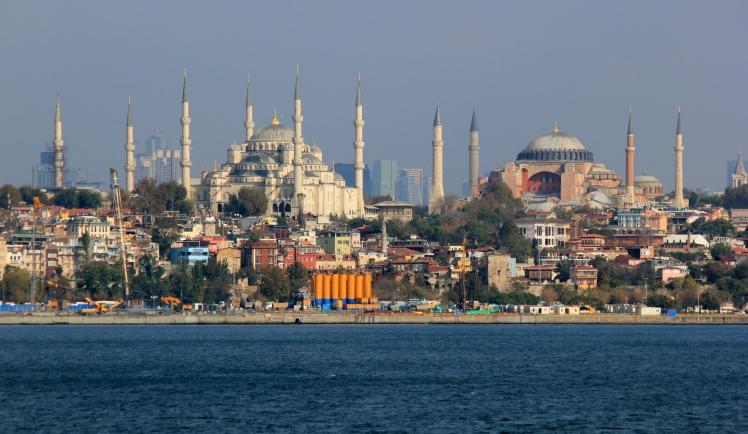 Istanbul_Hagia_Sophia_Sultanahmed.JPG